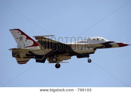 Airforce Thunderbirds - solo landing