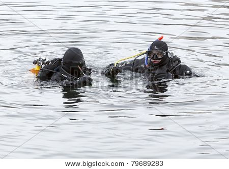 Divers Ice Cold Water