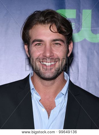 LOS ANGELES - AUG 10:  James Wolk arrives to the Summer 2015 TCA's - CBS, The CW & Showtime  on August 10, 2015 in West Hollywood, CA