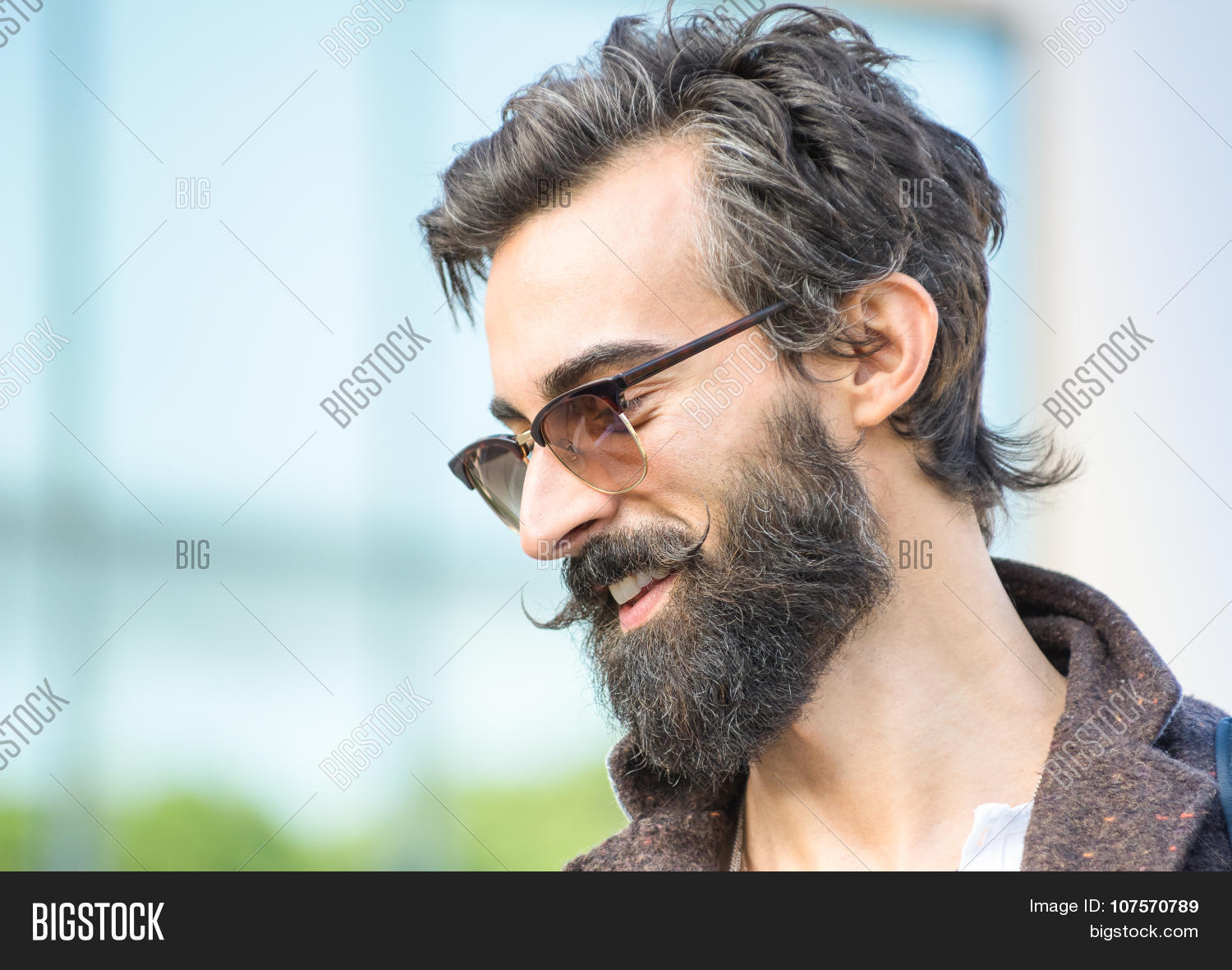 Portrait Of Hipster Guy With Confident Face Expression Autumn Fashion Male Model Posing Outdoors Jpg 1500x1181