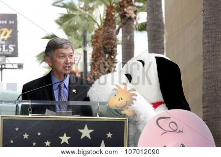 LOS ANGELES - NOV 2:  Snoopy, Leron Gubler at the Snoopy Hollywood Walk of Fame Ceremony at the Hollywood Walk of Fame on November 2, 2015 in Los Angeles, CA