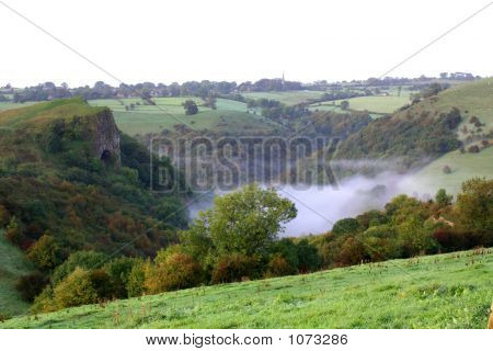 Thors Cave, Mist Below