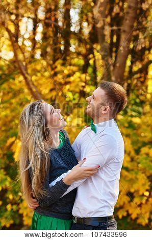Falling in love autumn. happy couple