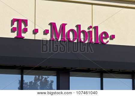 Lafayette, In - November 2015: T-Mobile Retail Wireless Store. T-Mobile Is A Wireless Provider