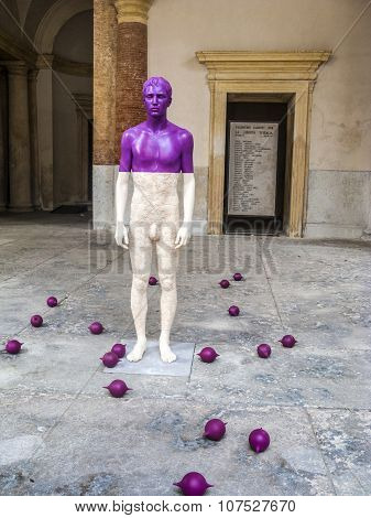 Statue From Artist Willi Verginer At The Central Place In Vicenza