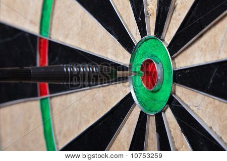 Arrow In The Center Of Darts Board