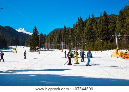 Skiers on the slope in Bansko, Bulgaria