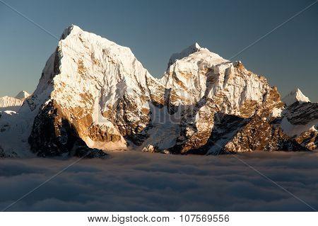 Arakam Tse, Cholatse And Tabuche Peak