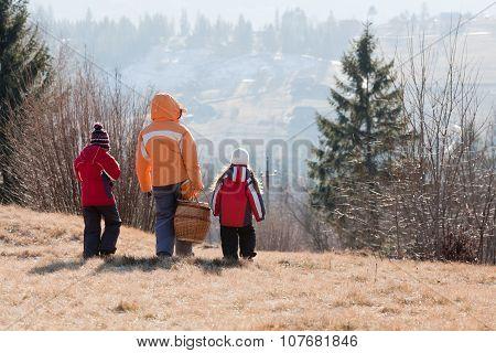 Family Go On Picnic
