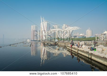 Tianjin The Bun Park With Reflection And Bluesky  In Foggy Day.