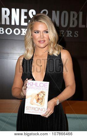 LOS ANGELES - NOV 9:  Khloe Kardashian at the Booksigning of Khloe Kardashian's book