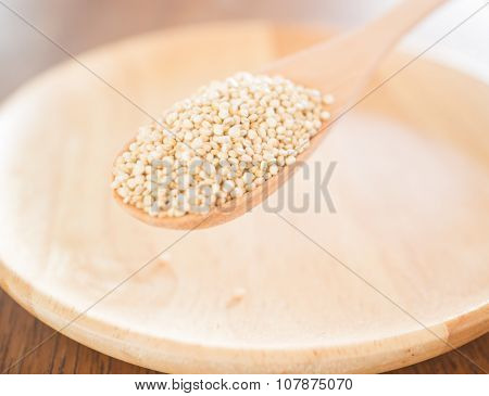 Raw Organic White Quinoa Seeds