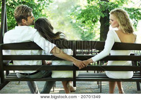 Fotografía conceptual de una infidelidad conyugal