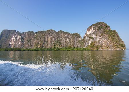 Phang Nga Bay National Park, Phang Nga Thailand - This national park is located in Phang Nga bay is full of limestone islands. It looks beautiful this park was declared a national park