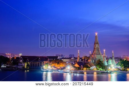 Arun temple(Wat Arun) famous tourrist attraction in twilight time ; famous cultural landmark in Bangkong Thailand.