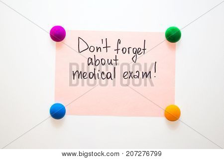 Fridge note with the reminder: Don't forget about medical exam!