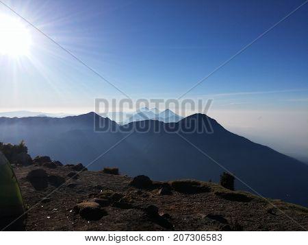 Vista de las cadenas volcánicas en Guatemala