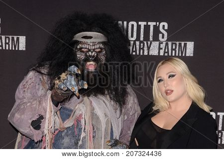 LOS ANGELES - SEP 29:  Hayley Hasselhoff at the Knott's Scary Farm and Instagram Celebrity Night at the Knott's Berry Farm on September 29, 2017 in Buena Parks, CA