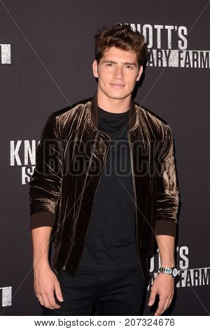 LOS ANGELES - SEP 29:  Gregg Sulkin at the Knott's Scary Farm and Instagram Celebrity Night at the Knott's Berry Farm on September 29, 2017 in Buena Parks, CA
