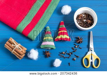 Making Christmas tree sachet with aromatic spices your own hands. Christmas present. Original art project. DIY concept. Step by step photo instructions. Step 6. Filling sachet with spices and syntepon