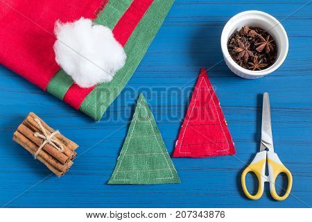 Making Christmas tree sachet with aromatic spices your own hands. Christmas present. Original art project. DIY concept. Step by step photo instructions. Step 4. Staple Christmas tree parts