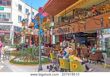 Cozy Yard With Restaurants, Antalya