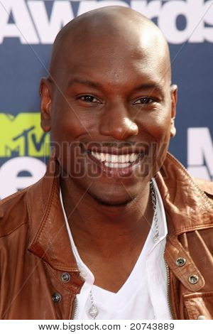 LOS ANGELES - JUN 5:  Tyrese GIbson arriving at the the 2011 MTV Movie Awards at Gibson Ampitheatre on June 5, 2011 in Los Angeles, CA