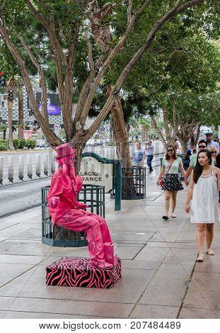 Beautiful Girl Demonstrates Trick Of Levitation At Las Vegas Strip, Nv