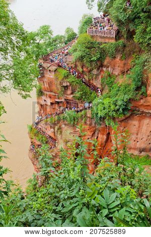 Leshan July 2011 - In July many visitors come to see this site of the world most impressive religious statue to enjoy also the garden and the temple of this UNESCO site. The visitor must get down the mountain stairs to reach the feet of the Buddha