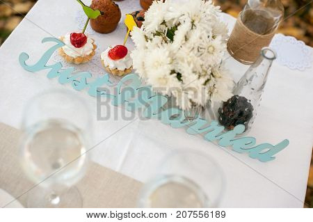 Served table for the newlyweds with cupcakes
