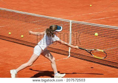 Tennis Junior On The Net