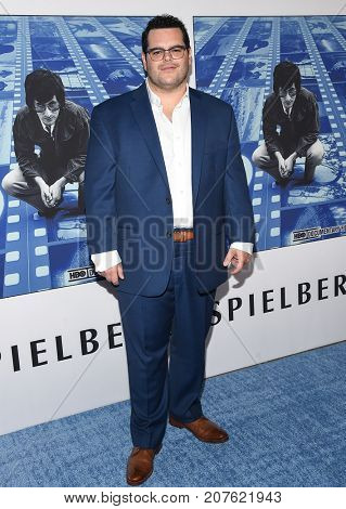 LOS ANGELES - SEP 26:  Josh Gad arrives for the HBO's premiere of 'Spielberg' on September 26, 2017 in Hollywood, CA