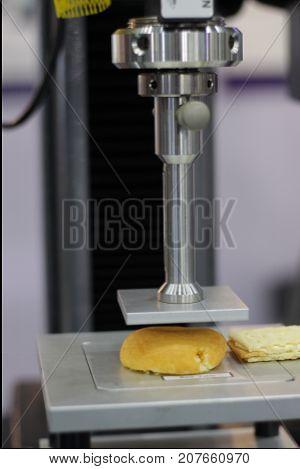 Compressive testing machine ; To test biscuit
