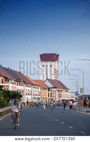 Vientiane, Laos - November 2015: Street By The Mekong River In Front Of Vientiane New World (vnw), A