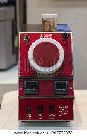 The red oxidation tester ; close up