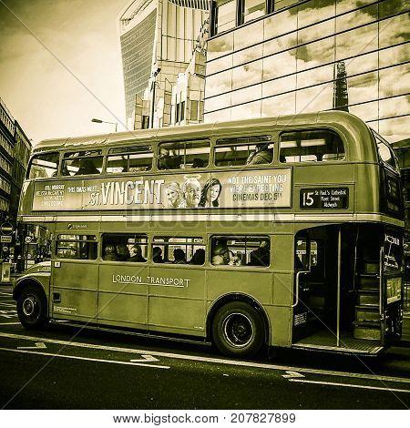 Double decker bus in London, UK, 30/12/2015