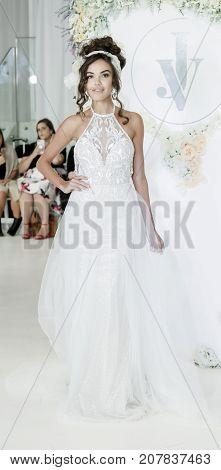 Julie Vino Fw18 Bridal