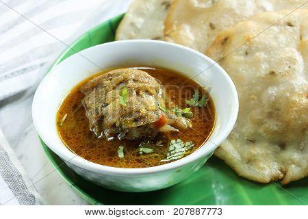 Ney Pathiri / Neypathal - Kerala Malabar Ramadan food / deep fried Rice Roti with chicken curry
