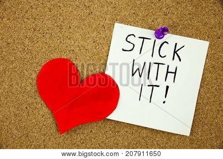 A sticky note Stick with it tacked to cork board. Businnes Concept