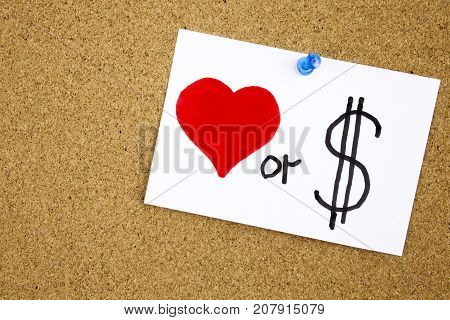Love or money sticky note pinned to a cork notice Businnes concept