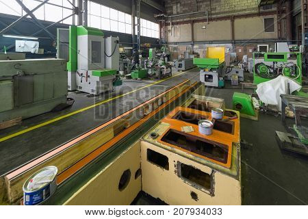 Massive frame of a metal-cutting machine. Shop assembly of metalworking machines.
