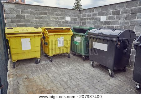 Trash containers for selective rycyclable collection