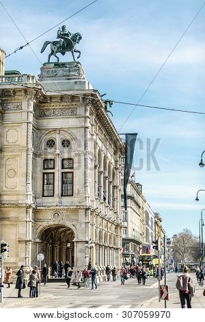 Viena, Austria - March 18, 2019: Picturesque View Of Viennese Square With Architectural Monument
