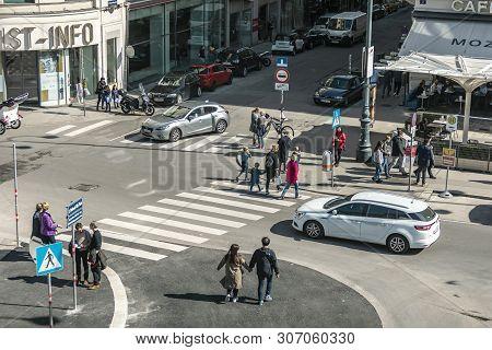 Viena, Austria - March 18, 2019: Urban View Of Vienna Street With Pedestrians At A Pedestrian Crossi