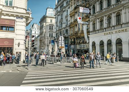 Viena, Austria - March 18, 2019: Urban View Of The Lively Central Street With Tourists And Shops