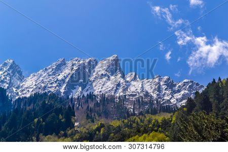 Kashmir Himalaya, Indian Himalayan Region Jammu And Kashmir, India. Great Himalayan Axis Runs Southe