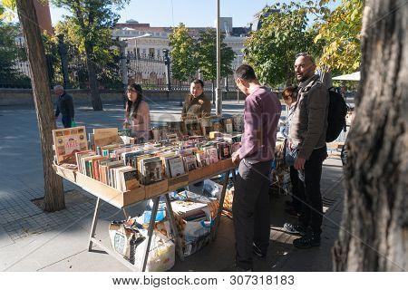 Madrid, Spain - November 12,2017 :unidentified People Look  At Books For Sale In Retiro Park  Madrid