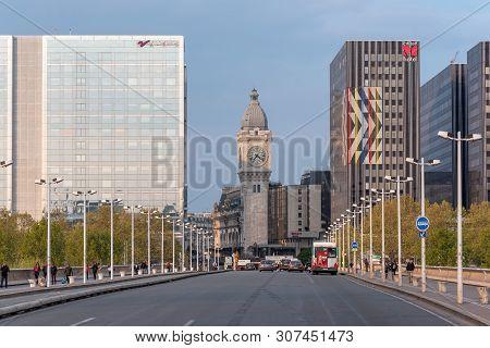 Paris, France - Apris 15, 2019 : Charles De Gaulle Bridge With Horloge Tower - Tour De Lhorloge - Of