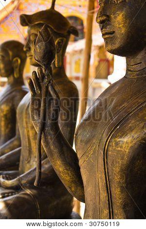 Shin Upagutta Statues