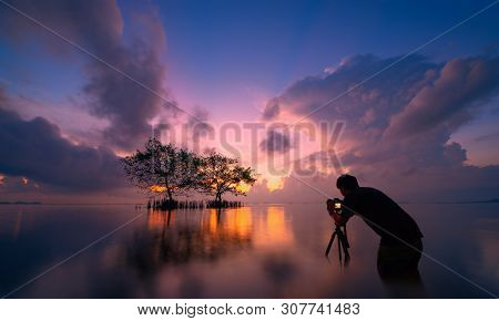 Silhouette Of A Photographer Like To Travel And Photography. Nature Photography Concepts Professiona
